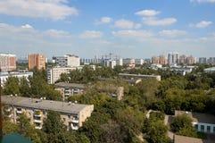 Moskvacityscapesikt, panorama för 5 våningsbyggnader arkivfoto