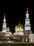 Moskvadomkyrkamoské färglinje nattfotografi Arkivfoto