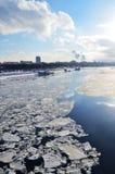 Moskvaflod i vår Arkivfoton