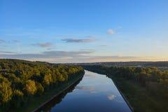 Moskvakanal i det Dmitrov området av Moskvaregionen Top beskådar royaltyfria bilder