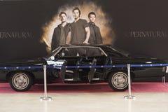 MOSKVAKOMIKER LURAR: 1 kan 2017, Moskva, Ryssland som skärmen använde Chevrolet Impala 1969 kallade Baby som användes i CW-televi royaltyfri fotografi