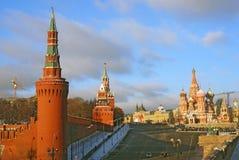 MoskvaKreml och röd fyrkant i vinter Arkivbilder