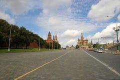 MoskvaKreml och St Basil Cathedral på röd fyrkant Royaltyfri Foto