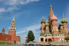 MoskvaKreml och St Basil Cathedral på röd fyrkant Royaltyfria Bilder