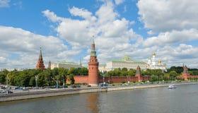 MoskvaKreml på en solig dag Arkivfoto