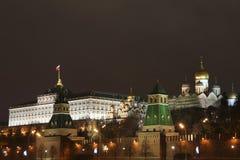 MoskvaKreml på natten Arkivbilder