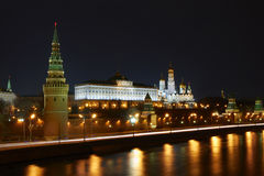MoskvaKreml på natten. Arkivbilder