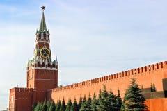 MoskvaKreml, röd fyrkant, Spasskaya torn fotografering för bildbyråer