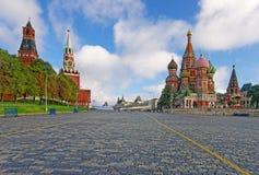 MoskvaKreml, röd fyrkant och helgon Basil Cathedral Royaltyfri Bild