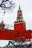 MoskvaKreml. Spasskaya torn, klocka. Royaltyfria Foton