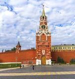 MoskvaKreml, Spasskaya torn, röd fyrkant på gryning Royaltyfri Fotografi