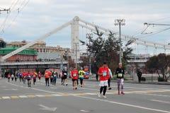 Moskvamaratonlöpare, Krymsky brosikt Royaltyfri Bild