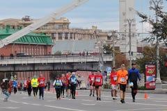 Moskvamaratonlöpare, män och kvinnor Fotografering för Bildbyråer