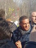 Moskvaregion, Fryazino, Grebnevo estate-09 03 2009: Samy Naceri French stjärna och skådespelare av taxifilmer som besöker godset royaltyfri bild