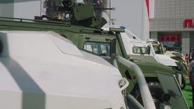 Moskvaregion, Ryssland - Augusti 22, 2018: Framdelar av militära bilar lager videofilmer