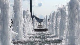 Moskvasegern parkerar springbrunndagtid lager videofilmer