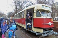 Moskvaspårvagnferie 2016 Spårvagn A Folket tar foto av det Royaltyfri Foto