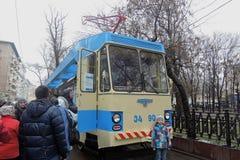 Moskvaspårvagnferie 2016 Spårvagn A Folket tar foto av det Arkivbilder
