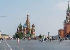 MoskvaSt Basil Cathedral på röd fyrkant Royaltyfri Fotografi