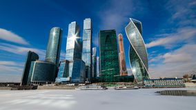 Moskvastad - sikt av den internationella affärsmitten för Moskva Timelapse arkivfilmer
