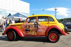 Moskvitch retro 400 en anual automotor-muestra Fotos de archivo