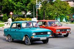 Moskvitch 2140SL och Lada 2106 fotografering för bildbyråer