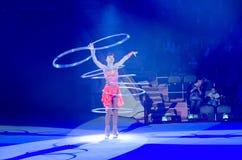 Moskwa cyrk na lodzie na wycieczce turysycznej Gra z hula obręczami Zdjęcia Stock