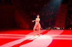 Moskwa cyrk na lodzie na wycieczce turysycznej Gra z hula obręczami Zdjęcie Royalty Free