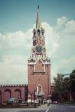 MOSKWA, CZERWIEC - 04, 2016: Kremlowski kurantowy zegar Spasskaya Obrazy Royalty Free