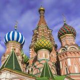 MOSKWA, CZERWIEC - 02: Widok Świątobliwi basile Katedralni przy Czerwonym Squa Obrazy Royalty Free