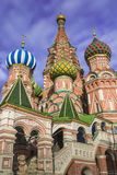 MOSKWA, CZERWIEC - 02: Widok Świątobliwi basile Katedralni przy Czerwonym Squa Obrazy Stock