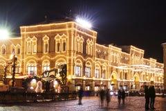 Moskwa dziąsło na placu czerwonym na świętowanie nowym roku i bożych narodzeniach Jarzący się złotych żółtych światła i błyszcząc zdjęcia royalty free