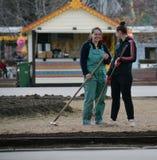 MOSKWA, federacja rosyjska - 14 04 2015: dwa ulicznego czyściciela res Obrazy Stock
