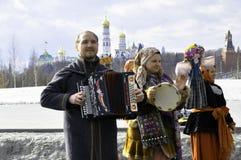 Moskwa, federacja rosyjska, Marzec 10, 2019: Naleśnikowi gody w centrum Rosyjski kapitał zdjęcie stock