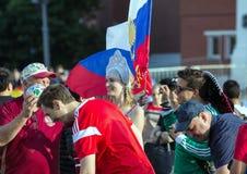 Moskwa FIFA 2018 Emocje fan piłki nożnej na Moskwa ulicach Rosyjski jest ubranym obywatel nadaje się przy placem czerwonym obraz stock