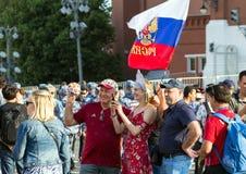 Moskwa FIFA 2018 Emocje fan piłki nożnej na Moskwa ulicach Rosyjski jest ubranym obywatel nadaje się przy placem czerwonym fotografia royalty free