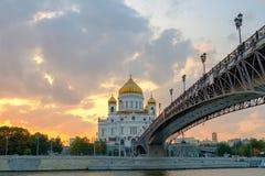 Moskwa, krajobraz z widokiem na świątyni Chrystus wybawiciel na zmierzchu fotografia stock