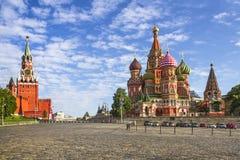 Moskwa Kremlin i St basilu katedra na placu czerwonym Fotografia Royalty Free
