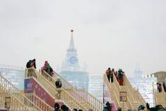 Moskwa Kremlin model robić lód Lodu bieg Ludzie czekania ślizgać się puszek Obrazy Royalty Free
