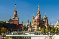 Moskwa Kremlin od Parkowego Zaryadye w Moskwa Obrazy Royalty Free