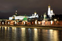 Moskwa Kremlowski pałac z kościół i ściana, Górujemy, Rosja obrazy royalty free