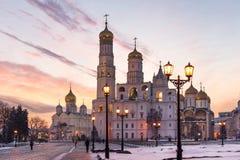 Moskwa Kremlowskie katedry przy zmierzchem Zdjęcia Stock