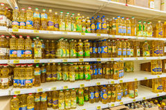Moskwa, kwiecień 24 2016 Wnętrze wielka sklep sieć Auchan Zdjęcia Royalty Free