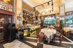 MOSKWA, LIPIEC - 2014: Wnętrze luksusowa restauracja w art deco stylu - obraz stock