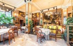 MOSKWA, LIPIEC - 2014: Wnętrze luksusowa restauracja w art deco stylu - obrazy royalty free