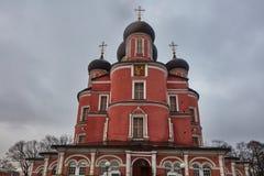 Moskwa - 03 2017 Luty: Donskoy cmentarz w Mos i monaster Obraz Royalty Free