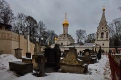 Moskwa - 03 2017 Luty: Donskoy cmentarz w Mos i monaster Fotografia Royalty Free