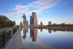 Moskwa Międzynarodowy centrum biznesu jak widzieć od bulwaru Taras Shevchenko moscow Rosji Fotografia Royalty Free