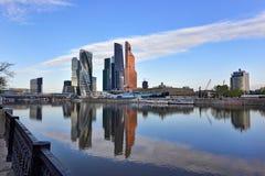 Moskwa Międzynarodowy centrum biznesu jak widzieć od bulwaru Taras Shevchenko moscow Rosji Zdjęcia Royalty Free
