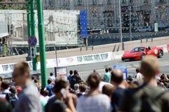 Moskwa miasta bieżnego samochodu Ferrari Bieżna Czerwona wysoka prędkość bridżowy Lipiec Obraz Royalty Free